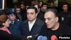 Armenia - Transport and Communications Minister Gagik Beglarian (R) speaks to reporters at Zvartnots airport near Yerevan, 5Nov2015.