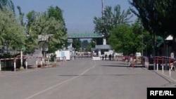 Контрольно-пропускной пункт на кыргызско-узбекской границе.
