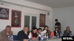 Кыргызстан: маалымат эркиндигинин проблемаларына арналган талкуу.Декабрь,2008-жыл.