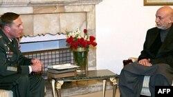 Afghan President Hamid Karzai (right) talks with U.S. General David Petraeus in Kabul.