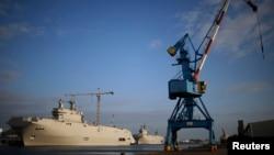 Збудовані для Росії «містралі» у французькому порті Сен-Назер, архівне фото