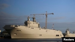 France -- The two Mistral-class helicopter carriers Sevastopol (L) and Vladivostok are seen at the STX Les Chantiers de l'Atlantique shipyard site in Saint-Nazaire, May 21, 2015