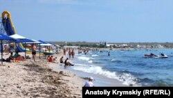 Пляж в селе Оленевка. Июль 2018 года
