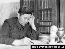 Түгөлбай Сыдыкбеков 1940-жылдары.