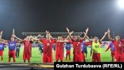 Футболисты сборной Кыргызстана. 16 января 2018 г. Объединенные Арабские Эмираты.