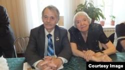 Мустафа Джемилев и Людмила Алексеева. Крымский форум, май 2012 года