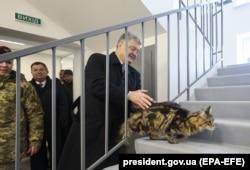Петр Порошенко во время одной из предвыборных поездок
