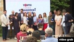 Наградени млади од УСАИД
