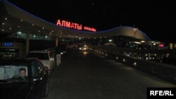 Здание аэропорта Алматы.