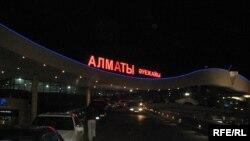 Алматы әуежайы. Алматы, 4 қазан 2009 жыл.