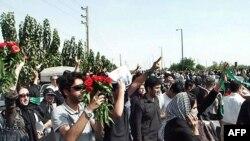 Gjatë ceremonisë së përkujtimit të viktimave - Teheran, 30 korrik 2009.