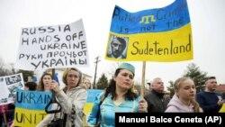 Під час акції біля посольства Росії у США проти російської агресії щодо України. Вашингтон, 2 березня 2014 року