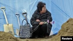 Место временного захоронения жертв землетрясения и цунами