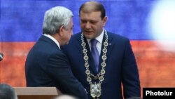 Armenia - Yerevan Mayor Taron Markarian (R) is congratulated by President Serzh Sarkisian after being sworn in for another term, 12Jun2017.