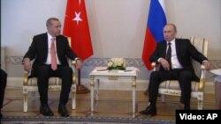 Pamje nga takimi i sotëm Putin - Erdogan (majtas)