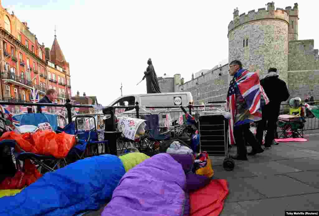 A mnogi su kampovali tokom noći kako bi zauzeli što bolju poziciju