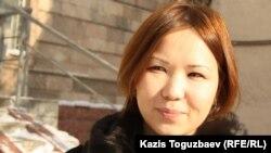 """Алия Турусбекова, жена лидера партии """"Алга"""" Владимира Козлова, осужденного на длительный срок по обвинению в причастности к событиям в Жанаозене. Алматы, 21 декабря 2012 года."""