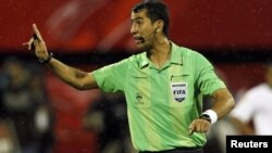 O'zbekistonlik FIFA hakami Ravshan Ermatov.
