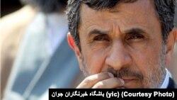محمود احمدینژاد در مصاحبه ای، انتقادهایی را متوجه آیتالله صادق لاریجانی، رئیس قوه قضائیه، و نیز عملکرد این قوه مطرح کرده بود.