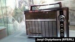 Вещание на частотах FM впервые началось в США в 1945 году