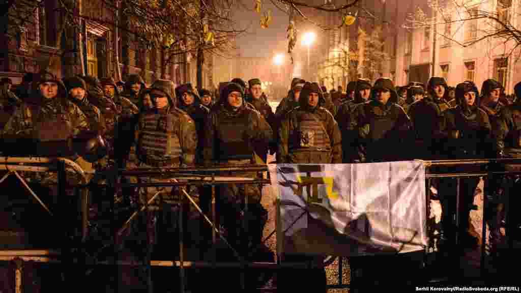 Десятки силовиків охороняли Адміністрацію президента, Національний банк та інші держбудівлі