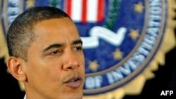 كاخ سفيد آمريكا اعلام كرد كه آقاى اوباما پس از اين انفجارها با نورى المالكى، نخست وزير عراق، و جلال طالبانى، رييس جمهور اين كشور، تماس تلفنى داشته است.