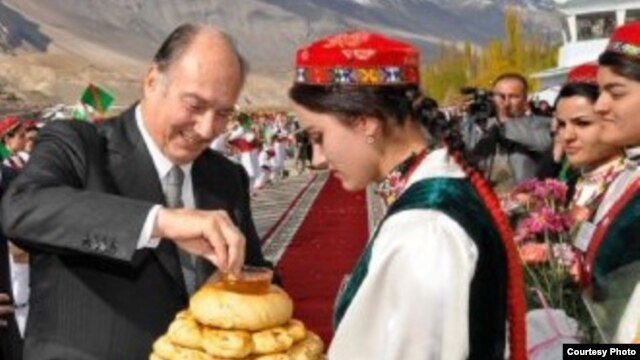 Шоҳзода Карим Оғохони 4, пешвои исмоилиёни ҷаҳон дар сафари Бадахшон, 31 октябри соли 2006.