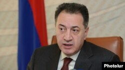 Armenia -- Minister of Economy Karen Chshmaritian holds a press conference, Yerevan, 3Feb2016