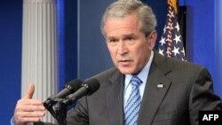 جرج بوش : که از ماه ژانویه تاکنون نیروهای آمریکایی به طور متوسط ماهی ۱۵۰۰ نفر از شورشیان و یا اعضای القاعده را در عراق کشته و یا اسیر کرده اند.
