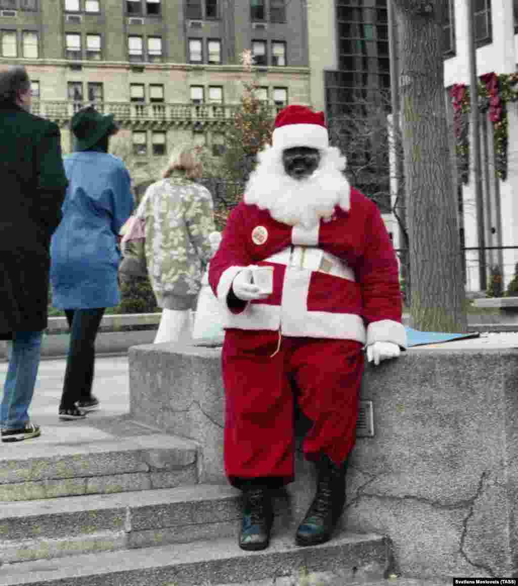 A rental Santa in New York in 1990.