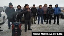 Водители автомобилей с иностранными номерами на митинге в Уральске. 19 января 2020 года. Иллюстративное фото.
