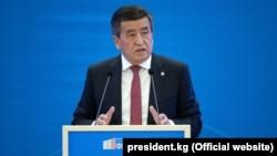 Президент Сооронбай Жээнбеков на форуме «Ускорение реформ для устойчивого развития». Бишкек, 19 ноября 2019 года.