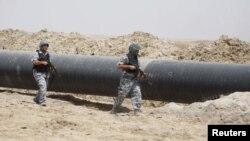 Иракские полицейские контролируют нефтепровод