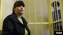 Ресейлік белсенді Таисия Осипова сотта отыр. Смоленск, 28 тамыз 2012 жыл.