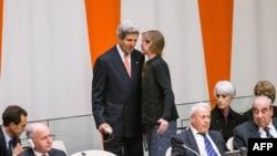 Джон Керри и Саманта Пауэр во время обсуждения резолюции по Сирии в Нью-Йорке
