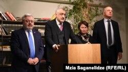 Слева направо: Давид Усупашвили, Мамука Хазарадзе, Пикрия Чихрадзе и Бадри Джапаридзе
