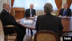 Аляксандар Лукашэнка, Уладзімер Пуцін і Нурсултан Назарбаеў падчас сустрэчы ў рэзыдэнцыі расейскага прэзыдэнта ў Нова-Агарове