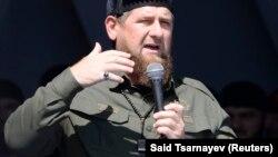 Глава Чечни Рамзан Кадыров выступает на митинге в поддержку мусульман-рохинджа в Грозном, 4 сентября 2017 года