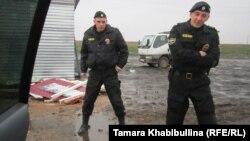 "Полиция в протестном лагере ""Анти-Кроношпан"""