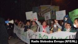 """Членовите на здружението """"За нас се работи"""" организираа протести против енормното загадување на воздухот во Битола."""
