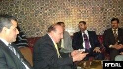 صورة لمحافظ صلاح الدين مع مجموعة قياديين العراقيين