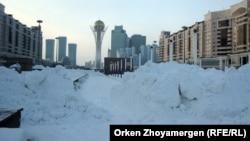 "Вид на монумент ""Байтерек"". Астана, 19 января 2013 года."