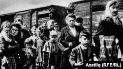 Депортация балкарцев в годы Второй мировой войны. Снимок датирован 8 марта 1944 года.
