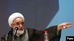 مهدی کروبی، رئیس سابق مجلس شورای اسلامی و نامزد دهمین انتخابات ریاست جمهوری