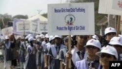 Indi. proteste kunder dhunes ndaj femrave