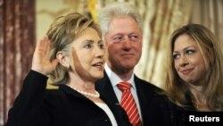 Чели Клинтон со своими родителями