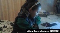 Ученица четвертого класса Назерке Тобалдиева. Алматинская область, 19 октября 2015 года.