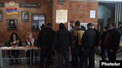 Armenia - Voters in a polling station in Yerevan, 6Dec2015.