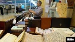 Coranul la un târg de carte în Teheran
