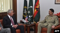 General Raheel Sharif (R) with US defense secretary Chuck Hagel.